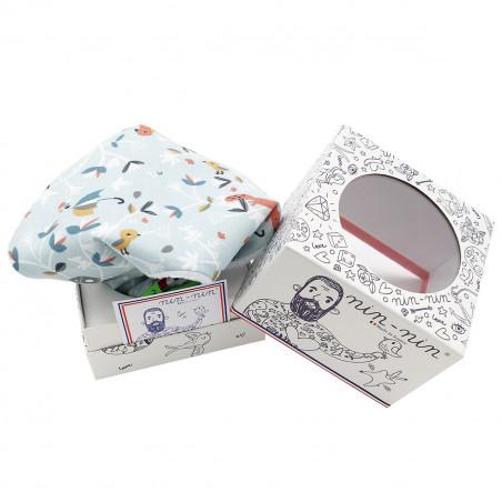 Packaging cube doudou Le Vincennes. Cadeau de naissance original et made in France