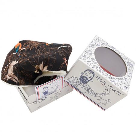 Packaging doudou Le Guyane. Imprimé perroquet, toucan, lémurien. Cadeau de naissance made in France. Nin-Nin
