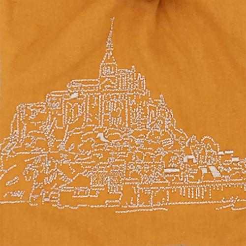Broderie doudou plat Le Mont Saint Michel personnalisable. Cadeau de naissance original et made in France. Nin-Nin