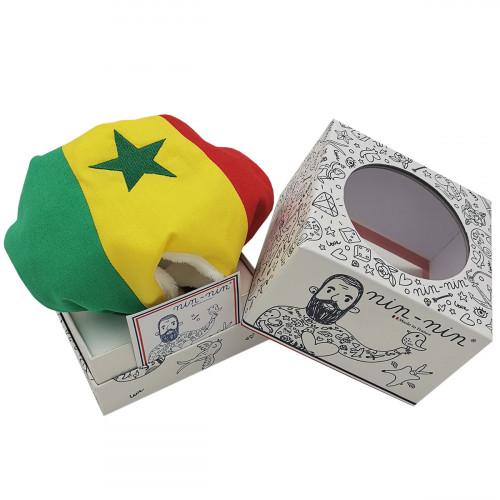 Boite cadeau doudou personnalisé Le Sénégalais. Cadeau de naissance original personnalisable et made in France. Nin-Nin