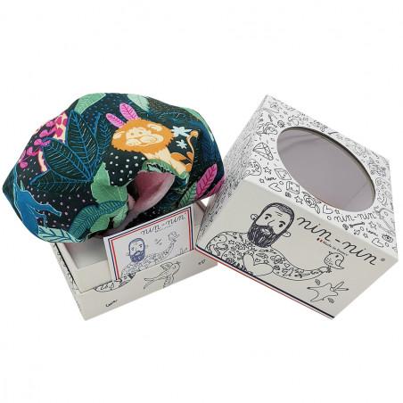 Boite cadeau doudou plat Le Pink Casamance. Cadeau de naissance personnalisable et made in France. Marque Nin-Nin