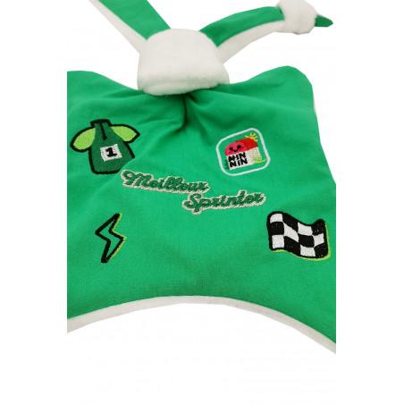 Zoom doudou Le Sprinter du Tour 2021 maillot vert. Cadeau de naissance personnalisé et made in France. Doudou Nin-Nin